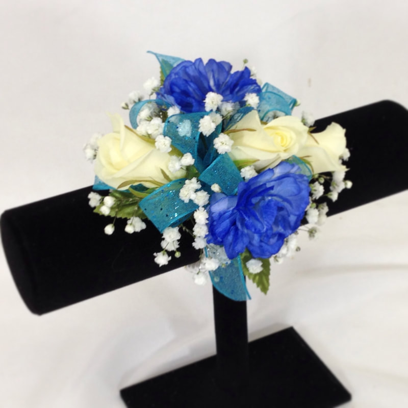 Blue Mini carn and White Rose Wristlet