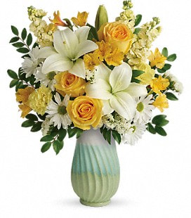 Teleflora's Art Of Spring Bouquet - Deluxe