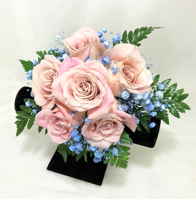 Pink rose nosegay with light blue babies breath
