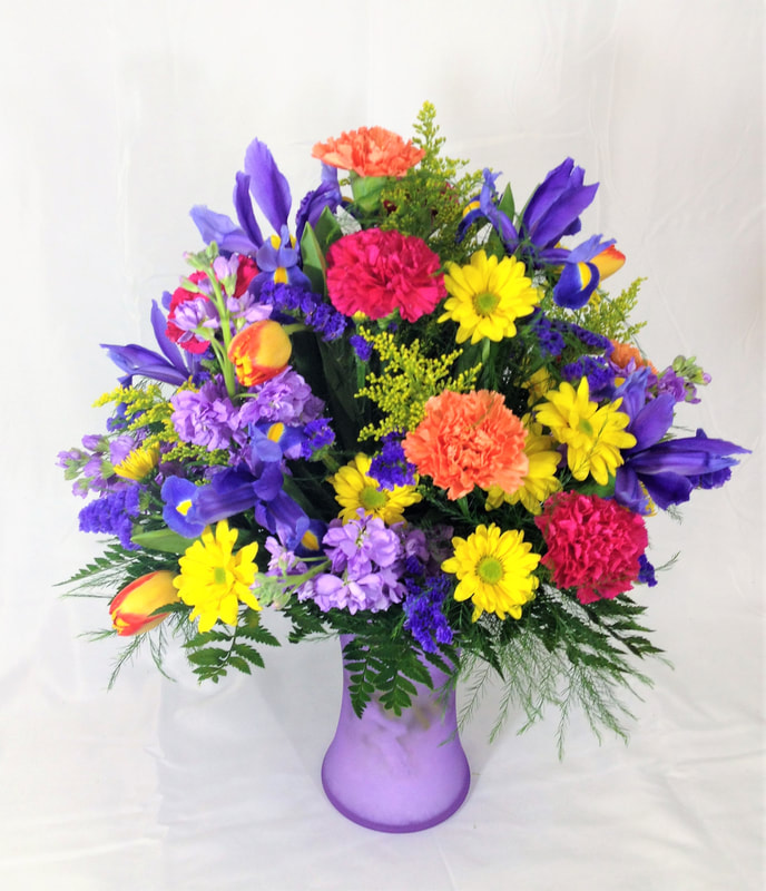 Bright mixed spring arrangement